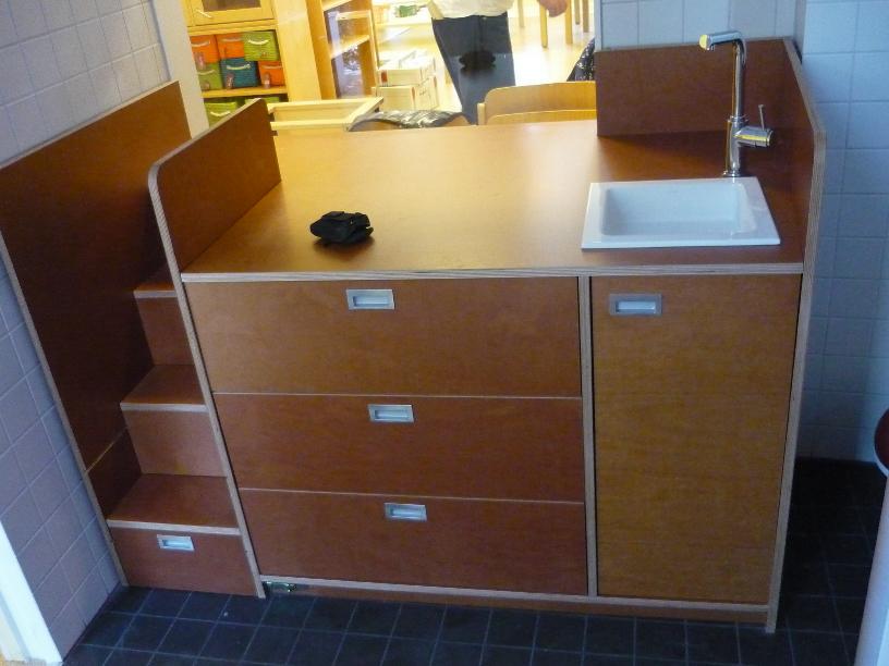 wickeltisch in der kita images. Black Bedroom Furniture Sets. Home Design Ideas